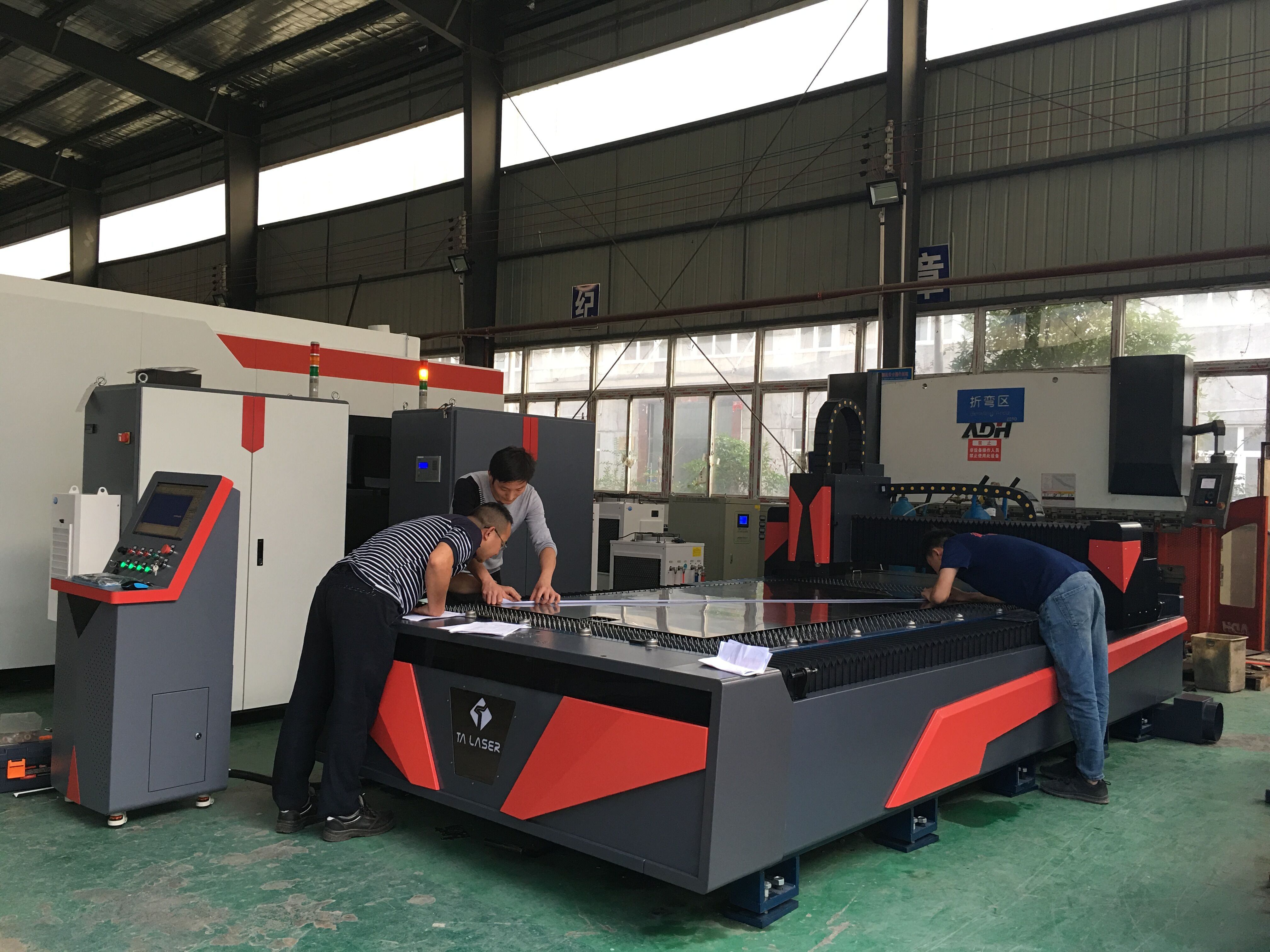 Effect of Auxiliary Gas on Fiber Laser Cutting
